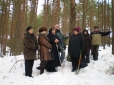 kodu-uurijad-metsakalmistul-6-veebruaril-2011